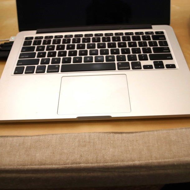 "13"" MacBook Air w wrist pad"
